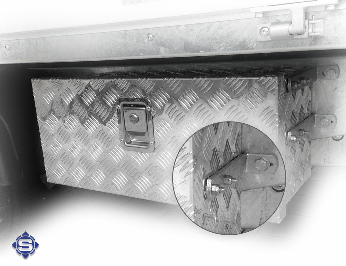 Zu Ihren Unterbau / LKW Unterflur Boxen liefern wir Ihnen auch gerne das passende Aluboxen Befestigung Set mit.