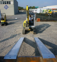 Aluminium Auffahrrampen L: 3000, B: 420 , Traglast bis 6900 Kg